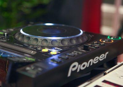 Pioneer CDJ-2000 dj az esküvőre 2016